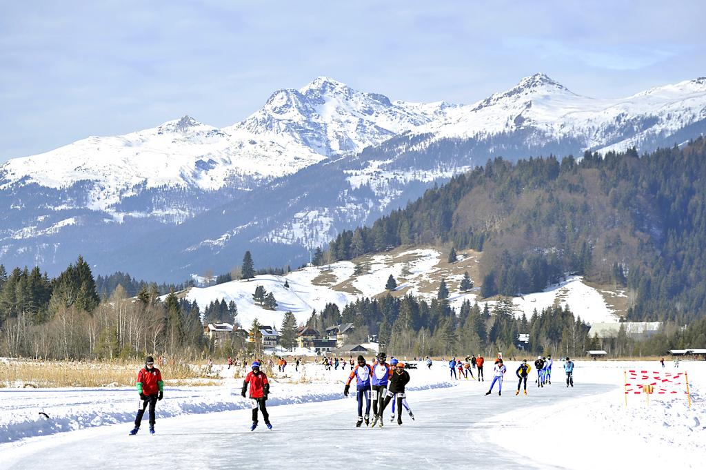 Alternative Elfstedentocht as an ice skating holiday