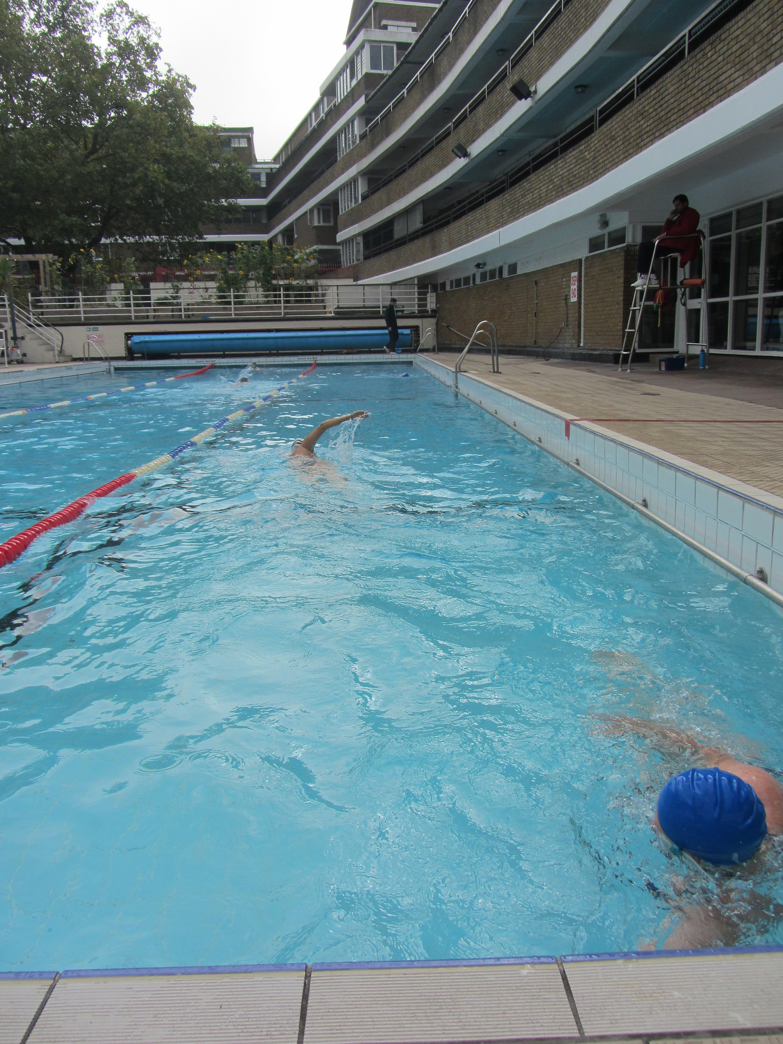 Outdoor pool covent garden garden ftempo for Garden city pool 2015